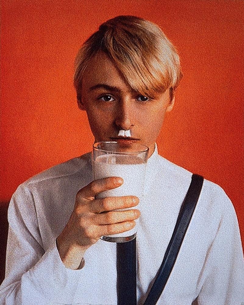 Général Idea, « Nazi Milk » 1979 - 1990 Projection de laque sur vinyl 225 x 160 cm. Collection Frac LR