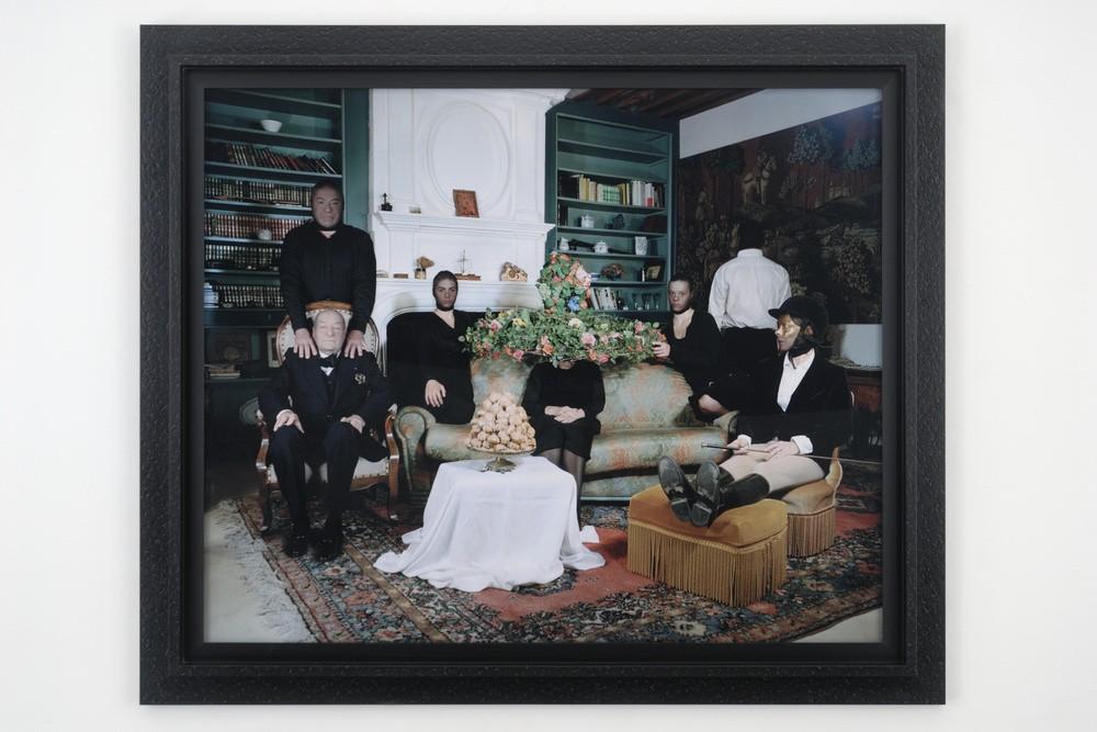 Delphine Balley, « La Veillée funèbre de l'ensemble » L'Album de famille, Sous-titre : « Episode de l'assassinat » 2007. Collection Frac LR.