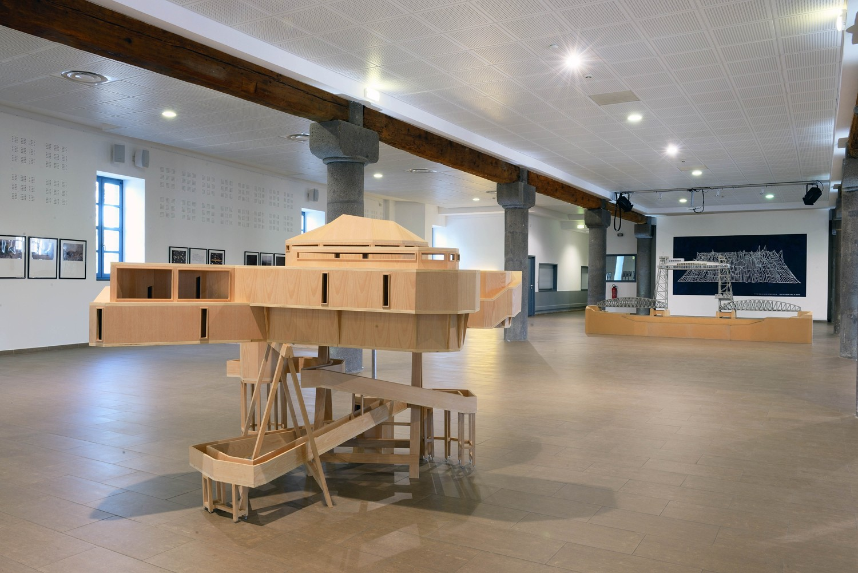 Vue de l'exposition Entre terre et mer, Moulin des Évêques, Agde. Photo Pierre Schwartz