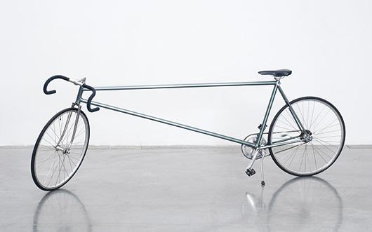 Charles Lopez, Bicyclette, 2003, métal, tissus, plastique, caoutchouc. Collection et Photo Frac Languedoc-Roussillon.