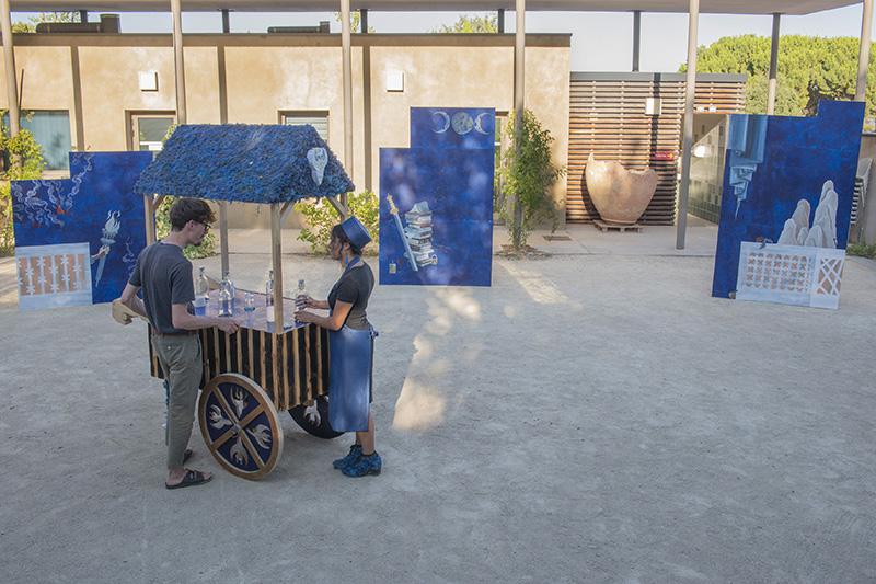 Night Cube, chapitre 2 : Espace des sens   Kaliane Meret, Espace des sens : Blue Honey, 2019 et Rébecca Konforti, Espace des sens : l'ombre du jardin, 2019. Photo : Pierre Schwartz