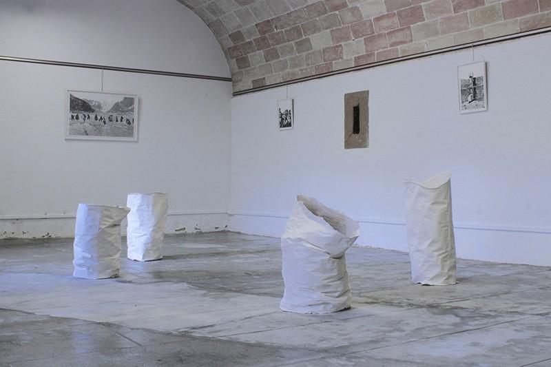 Marion Chambinaud (sculptures) et Rebecca Brueder, Une terre deux fois silencieuse, 2019. Photo des artistes