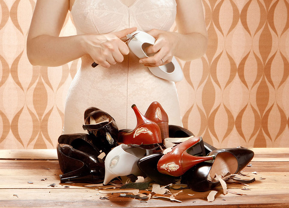 HESSE & ROMIER, L'Éplucheuse, de la série « Pour le meilleur et pour le pire », 2008, photographie, 142 x 182 cm – Collection Frac Occitanie Montpellier