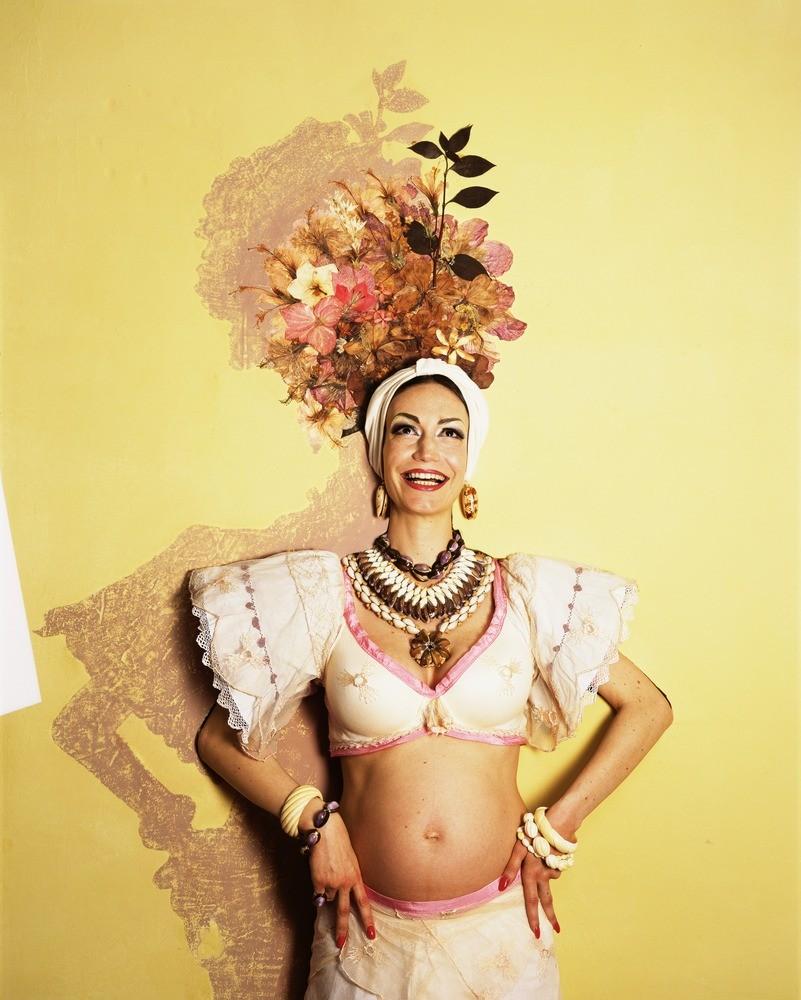 Natacha Lesueur, Sans titre, de la série Carmen Miranda, 2009, photographie, 192 x 152 cm - Collection Frac Occitanie Montpellier. © Adagp, Paris 2021
